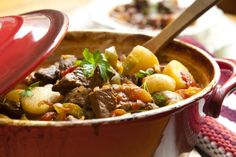 Crock Pot Low-Fat Beef Stew - Just 2 grams of saturated fat and only 264 calories per serving. Old-fashioned taste and packed with flavor. #crockpot #beefstewrecipe #lowfatfrecipes