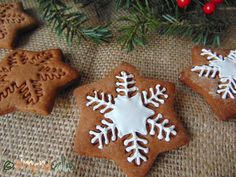 Turta Dulce reteta simpla Sweets Cake, Confectionery, All Things Christmas, Cake Cookies, Gingerbread Cookies, Vegan Vegetarian, Waffles, Cooking Recipes, Desserts