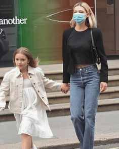 Harper Beckham, Nicolas Peltz, Wattpad, Out Of Style, Put On, American Actress, Going Out, Brooklyn, Mom Jeans