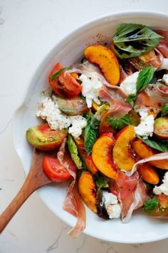 Summer Nectarine Salad // Honestly Yum Healthy recipes to give you all the nutrients you and your family need! I Love Food, Good Food, Yummy Food, Nectarine Salad, Nectarine Recipes, Clean Eating, Healthy Eating, Cooking Recipes, Healthy Recipes