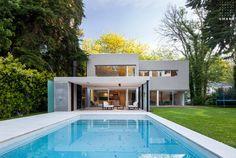 Casa MP de 420 m2 estilo actual racionalista en Buenos Aires, Hudson, Abril Club de Campo del estudio de arquitectura GMARQ Govetto Mansilla Arquitectos