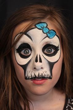▶ Quick fun skull - artist Yvonne Zonnenberg YC-Art Inspired by Mark Reid Girl Face Painting, Skull Painting, Face Painting Designs, Body Painting, Face Paintings, Witch Face Paint, Skull Face Paint, Face Paint Makeup, Zombie Face Paint