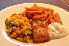 Stremel salmon, carots x coriander/cumin/sesame, couscous x saffron/parsley, turkish yoghurt Couscous, Coriander, Parsley, Risotto, Salmon, Grains, Lunch, Fish, Cooking