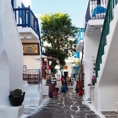 The streets of Mykonos. Photo courtesy of audiosoup on Instagram.