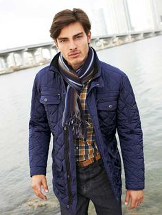 The iconically british Barbour jacket will be one of your best investments this season. Take a look at some of the best menswear styles from the Barbour. Modern Men Street Style, Barbour Quilted Jacket, Latest Mens Fashion, Men's Fashion, How To Wear Scarves, Winter Jackets, Winter Season, Dark Navy, Navy Blue