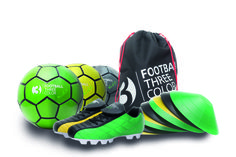 Football3color Deluxe Set: Threecoloured Soccerboot, 3 soccerballs, 9 cones, gymbag www.football3color.eu