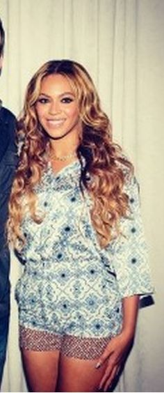 Who made Beyonce Knowles's blue button shirt and red print shorts? Shirt and shorts – Topshop