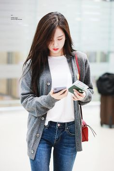 (Credits to the real owner/s) Blackpink Fashion, Korean Fashion, Fashion Outfits, Blackpink Jisoo, Kim Jennie, South Korean Girls, Korean Girl Groups, Black Pink Kpop, Blackpink Photos