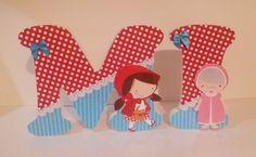 Deixe a magia da Chapeuzinho Vermelho encantar o quarto ou a festa da sua princesa. <br> <br>Letras em mdf, decoradas com papel para decoupagem finalizados com lindas peças em strass, flores, botões, fitas e o que a sua imaginação pedir. <br> <br>FICAM EM PÉ SOZINHAS <br> <br>Tamanho das letras 16 cm com 2cm de espessura. <br>* O valor de R$ 27,00 corresponde ao preço unitário de cada letra.