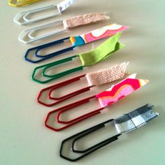 Easy, Cute Bookmarks Grab a colored paper clip of whichever size you prefer and stitch or simple glue scrap fabric through the ends. Crafts To Make, Fun Crafts, Crafts For Kids, Arts And Crafts, Paper Crafts, Simple Crafts, Homemade Crafts, Paperclip Bookmarks, Cute Bookmarks
