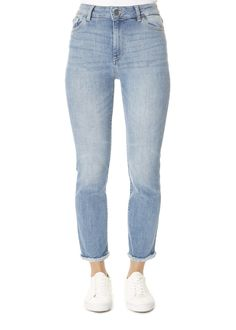 This is the 'Mara' Light Blue Jeans by stunning brand DL The Mara is a high-rise Instasculpt straight that is fitted through the thigh with a slim leg. Simple Closet, Grey Scarf, Light Blue Jeans, Back To School Outfits, Character Outfits, Slim Legs, Denim Jeans, Dl 1961