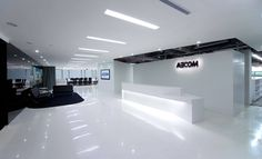 #story_of_space_archiparti | Check out this office of AECOM! It uses a minimalist style and adopts low-pollution furniture and maximizes the use of natural sunlight in the office. What's more, the entire construction process was eco-friendly!  #空間的故事_archiparti |AECOM位於廣州的辦公室實在是太酷了!白色為主的極簡設計,開放式空間,不僅如此,採用低污染的家具,最大化將自然光線引進室內,以及對裝修過程的嚴格把關也符合現在正熱的能源節約主題! Full project and designer/完整設計在這裡👉http://buff.ly/2scm68L  Free consultation on your project/免費設計諮詢服務👉 archiparti.co