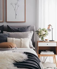 Mid Century Modern Bedroom: Let the light illuminate your room Bright and modern mid-century bedroom decor ideas Dream Bedroom, Home Bedroom, Bedroom Furniture, Wood Furniture, Bedroom Lamps, Bedroom Chandeliers, Furniture Design, Bedroom Artwork, Bedroom Art Above Bed