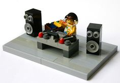 Miguel Dado Presents The Future Disco Orchestra. by DiguelMado on SoundCloud Legos, Lego Faces, Lego Sports, Lego Furniture, Lego Pictures, Lego Club, Amazing Lego Creations, Lego Activities, Lego Man