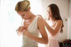 vestido_de_novia_bordado_lentejuelas_plateadas_fotografia_casamiento_online_novia_foto_casamiento_peinado_novia_novio_ceremonia