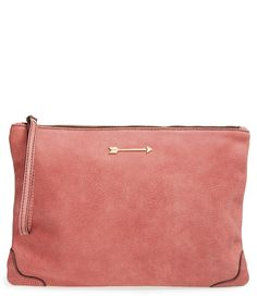 Swooning over the stunning dusty rose shade of this leather clutch finished by a charming gold-tone arrow.