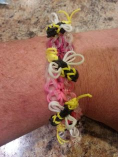 Dan Roth Rainbow Loom Facebook page. BEE'S KNEES with all yellow bees. Bee tutorial coming soon.