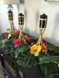 Tropical centerpieces. #moana #aloha #diy #fortheloveofdiy Aloha Party, Luau Theme Party, Hawaiian Luau Party, Hawaiian Birthday, Luau Birthday, Tiki Party, Hawaiin Theme Party, Hawaiian Theme, Moana Party