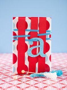 Envoltorio de #regalo con tiras. #giftwrap #giftwrapping #envolverregalo
