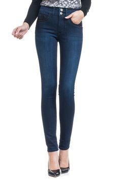 Le secret le mieux gardé de Salsa. Push-In sont les jeans à taille haute les plus confortables et les plus valorisants. L'effet ventre plat est subtil et efficace. Un look mode est garanti avec le design des poches arrière et un effet push-up discret. Push-In jeans son disponibles dans une jambe slim, skinny et bootcut. Salsa, Skinny, Pulls, Jeans, Up, Winter, Design, Fashion, Flat Stomach