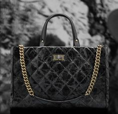 Chanel glazed crackled calfskin tote bag with double handle (Cruise Chanel Tote Bag, Chanel Handbags, Tote Bags, Hermes Belt, Paris Shopping, Chanel Cruise, Stylish Eve, Chanel Black, Resort Wear