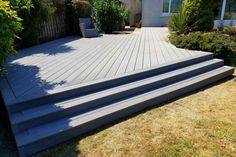 Cladco Composite Decking in Hellgrau mit Bull Nose Edge Boards und Stufen- Wpc Decking, Decking Area, Composite Decking, Decking Boards, Outdoor Seating Areas, Patio Seating, Garden Seating, Patio Deck Designs, Patio Ideas