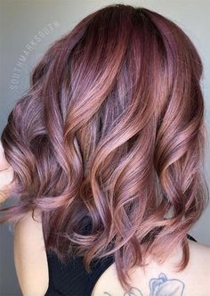 Rose Brown Hair Trend: 23 Magical Rose Brown Hair Colors to try - Frisuren/Haare - couleur de cheveux Rose Brown Hair, Light Brown Hair, Brown Hair Colors, Natural Hair Color Brown, Rose Gold Hair Brunette, Cabelo Rose Gold, Brown Hair Trends, Cool Hair Color, Balayage Hair