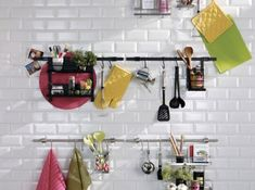 6 space-saving tips in a small kitchen - Trendy Home Decorations Small Kitchen Furniture, Bar Furniture, Furniture For You, Furniture Design, Kitchen Rails, Kitchen Stools, Contemporary Kitchen Tables, Contemporary Furniture, Deco Cool