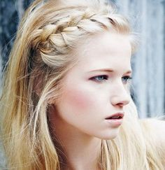 messy bun 25 Super-Easy Everyday Hairstyles for Extremely Long Hair … Hair Short retro hair style Easy Everyday Hairstyles, Summer Hairstyles, Pretty Hairstyles, Easy Hairstyles, Hairstyle Ideas, Wedding Hairstyles, Heatless Hairstyles, Stylish Hairstyles, Style Hairstyle