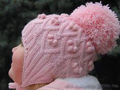 Gestrickte Babymütze mit Noppen
