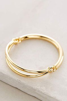 The sterling silver bracelets have been preferred amongst women. These bracelets are available in various shapes, sizes and styles. Modern Jewelry, Silver Jewelry, Fine Jewelry, Women's Jewelry, Jewelry Ideas, Dress Jewellery, Jewelry Bracelets, Necklaces, Gold Bangles