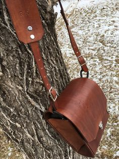 Handmade leather camera case and customized strap. Camera Case, Handmade Leather, Leather Working, Saddle Bags, Fashion, Moda, Molle Pouches, Fashion Styles, Camera Purse