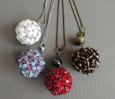 koule kytkatý.  Beaded bead using pinch beads.
