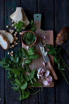 En los últimos años hemos asistido a un cada día mayor interés por la cocina, hemos transformado una necesidad en una fuente de placer ...