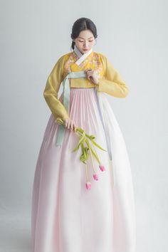 Korean Traditional Dress, Traditional Fashion, Traditional Dresses, Kpop Fashion Outfits, Korean Outfits, Fashion Dresses, Hanbok Wedding, Korea Dress, Modern Hanbok