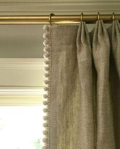 Window Treatment Ideas That Create a Fresh Atmosphere billige Jalousien und Rollos Pinch Pleat Curtains, Pleated Curtains, Linen Curtains, Pom Pom Curtains, Silk Drapes, Striped Curtains, Drapery Panels, Colorful Curtains, Cheap Windows