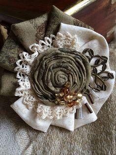 """Купить Брошь текстильная """"Поэма"""" - оливковый, молочный, экрю, брошь, бохо-стиль, бохо стиль"""