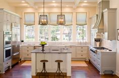 Best pictures of traditional kitchen design. Interesting, stylish, luxurious, exclusive pictures. Classic interior design. Popular ideas for kitchen in images,