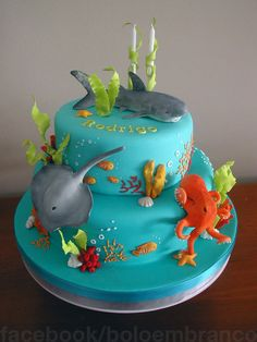 Deep Ocean Rodrigo loves the ocean. And I loved making this cake :-) Deep Ocean Rodrigo loves the ocean. And I loved making this cake 🙂 Ocean Birthday Cakes, Animal Birthday Cakes, Ocean Cakes, Beach Cakes, 5th Birthday, Aquarium Cake, Marine Cake, Octopus Cake, Foto Pastel