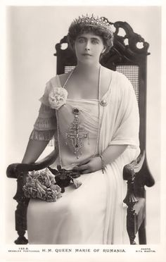 Queen Marie of Romania Gallery / H. Queen Marie of Rumania Reine Victoria, Queen Victoria, Romanian Royal Family, Tres Belle Photo, Royal Tiaras, Casa Real, Queen Of Everything, Portraits, Royal Jewelry