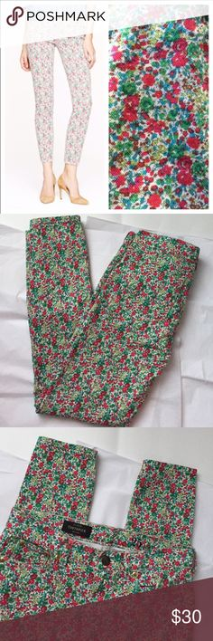 J Crew Floral jeans! J Crew Toothpick ankle Jeans! Excellent like new condition! Size 25 with 28 inch inseam. Waist 15 measuring flat across the front! So cute! J. Crew Jeans Ankle & Cropped