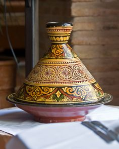 It's time to pull out your tagine and get creative with vegan ingredients that will deliver a flavorful, filling vegan meal. Tajine Vegan, Moroccan Dishes, Moroccan Recipes, Persian Recipes, Tagine Cooking, Algerian Recipes, Algerian Food, Tagine Recipes, Ramadan Recipes
