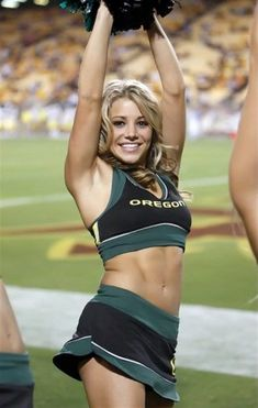 Oregon Cheerleaders, Hottest Nfl Cheerleaders, Football Cheerleaders, Cheerleader Games, College Cheerleading, Cheerleading Pictures, Cheerleading Uniforms, College Football, Oregon Football