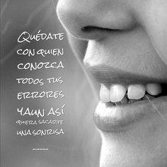 """""""Quédate con quien conozca todos tus #Errores y aun así quiera sacarte una #Sonrisa"""". @candidman #Frases #Inspiracionales"""