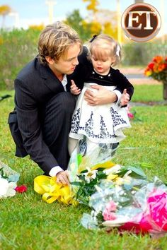 Larry Birkhead and his daughter Dannielynn traveled to the Bahamas this week, so that the could visit her mother Anna Nicole and brother Daniel's graves in Nassau. Dannielynn Birkhead, Famous Celebrities, Celebs, 17 Month Old, Anna Nicole Smith, Famous Graves, Celebrity Moms, Celebrity Style, Baby Faces