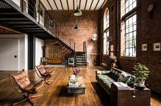 This London location apartment has a large open plan living with exposed brick walls. Double height ceiling and great daylight. Exposed Brick Apartment, Open Plan Apartment, Exposed Brick Walls, Warehouse Apartment, Warehouse Living, Warehouse Home, Brick Interior, Industrial Interior Design, Industrial House