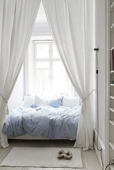 6 Tipps Und 33 Ideen Für Die Gestaltung Ein Romantisches Schlafzimmer 6 Tips And 33 Ideas For Designing A Romantic Bedroom Cozy Romantic Bedroom Design Ideas For tips for a cozy home in the Cozy and Romantic Bedroom Decor Ideas To Look Couples Apartment, Bedroom Apartment, Apartment Living, Studio Apartment, Apartment Ideas, Apartment Therapy, Apartment Interior, Cheap Apartment, Interior Livingroom