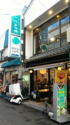 SEKAI CAFE not use pork. only use Halal meat products. no alcohol in any dishes.