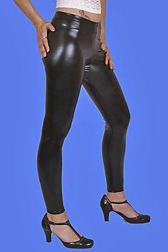 Sehr angesagte sexy, hautenge Glanz Leggings in Lack-Leder-Glanz Optik. Enganliegend, auffallend glänzend für elegante und sexy Auftritte. Durch den hohen Stretchanteil sehr angenehm zu tragen. Mit Elastik-Hüftbund. Super-enge figurbetonte Form, ideal zu überlangen Oberteilen. Das hochelastische Glanz-Material schmiegt sich wie eine zweite Haut an Ihren Körper. Material: 92% Polyester, 8% Elasthan. Hochwertige Verarbeitung Made in Germany!