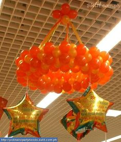 Balloon Chandelier - would look great with bright ribbons or streamers hanging from the bottom too. Balloon Chandelier, Hanging Balloons, Balloon Ceiling, Balloon Columns, Mylar Balloons, Balloon Wall, Balloon Arch, Ring Chandelier, Balloon Display